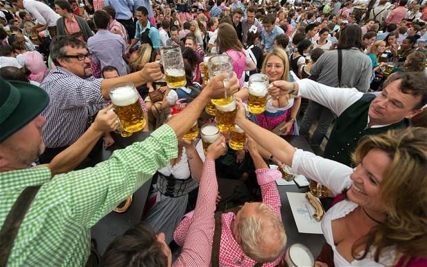 Oktoberfest-beer_2679431b